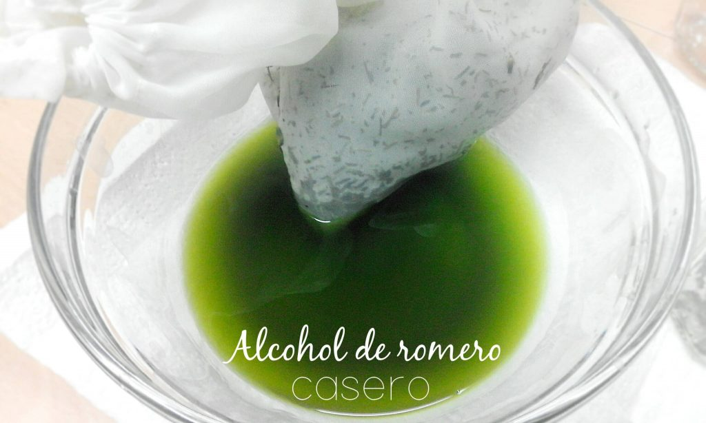 alcohol de romero recien filtrado en un bol
