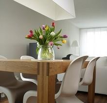 Mesa con tulipanes.