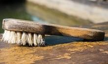 Preparado para pulir y abrillantar muebles y suelos de madera.