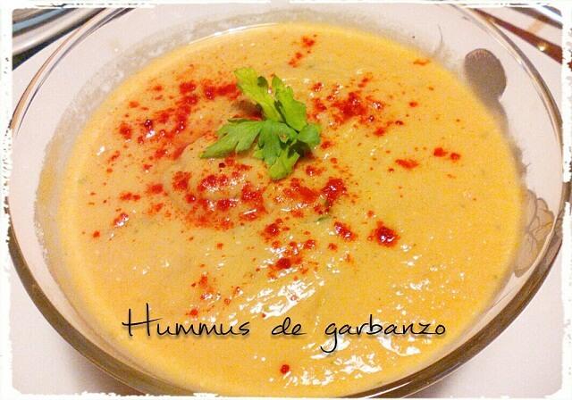 Hummus o crema de garbanzos.