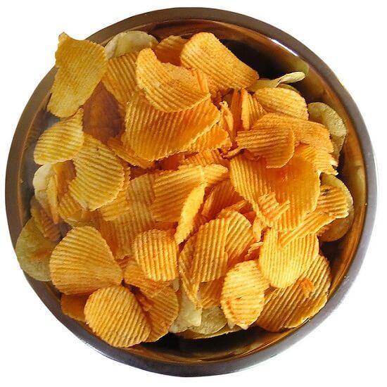 patatas fritas de bolsa en un bol