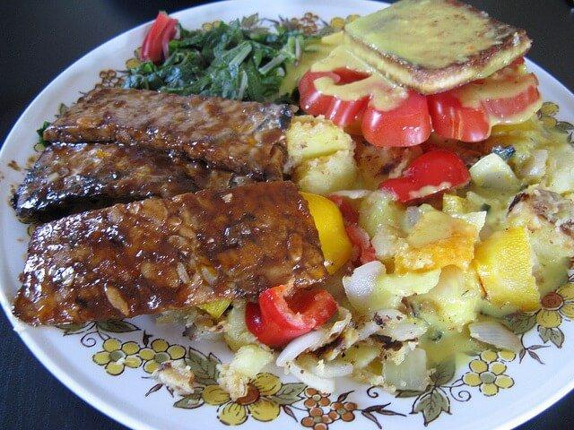 planto cocinado con tempeh