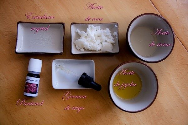 envases con los ingredientes del gloss