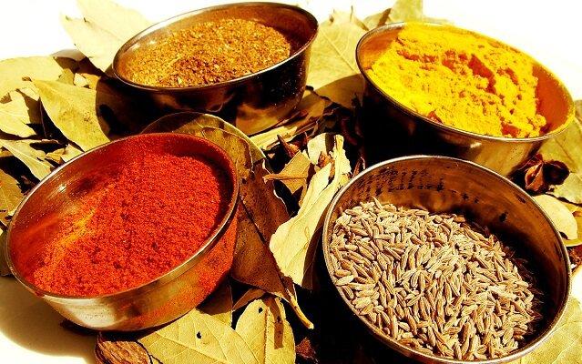 cuencos con las diferencias del curry