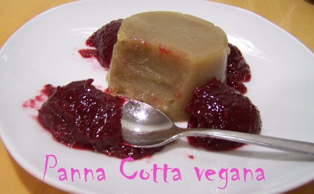 panna cotta vegetal con mermelada de frambuesas