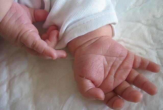 manos de recien nacido