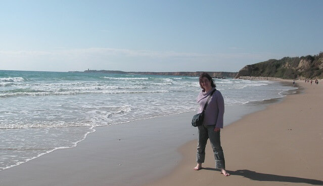 Teresa escudero junto al mar