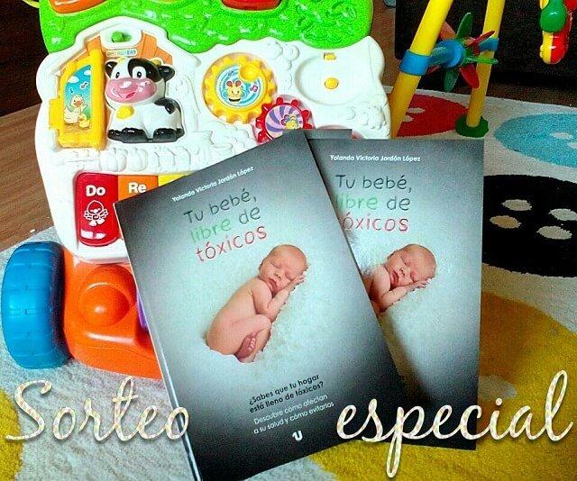 dos libros de tu bebe libre de toxicos junto a juguetes de niños