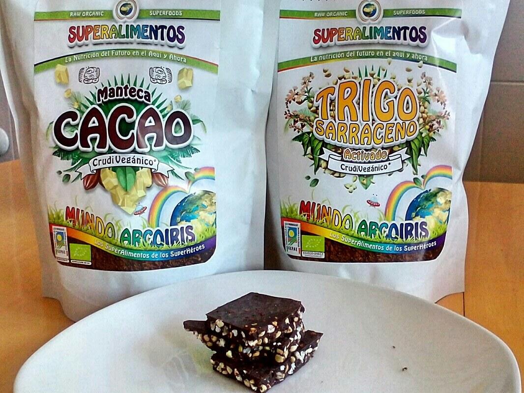 manteca de cacao, trigo sarraceno activado un unos cachos de chocolate crujiente casero
