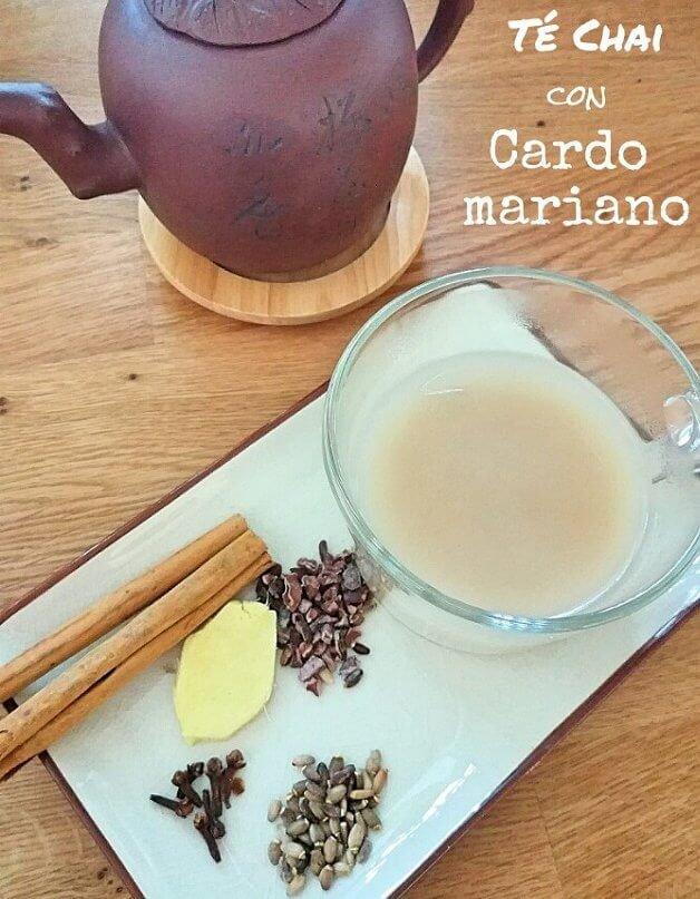 taza y tetera con ingredientes al lado